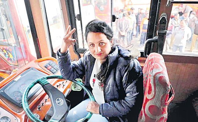 Pooja Devi Becomes Jammu&Kashmir First Woman Bus Driver - Sakshi