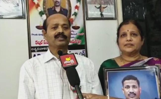 Colonel Santosh Babu Father Not Satisfied With Mahavir Chakra - Sakshi