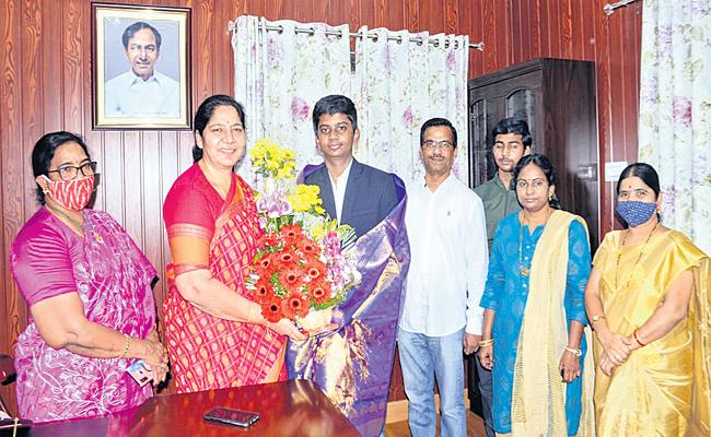9th Class Student Himesh Invented Smart Watch For Alzheimer People - Sakshi