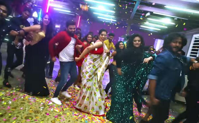 Pradeep Dance With Rashmi, Anasuya, Sreemukhi - Sakshi