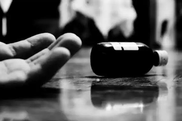 Online Rummy Kills a One Life - Sakshi