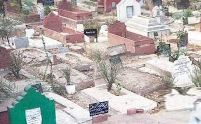 Man Sets Family On Fire Over Graveyard issue in up - Sakshi