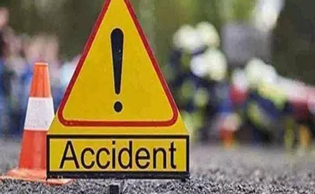 Man Lost Life In Road Accident In Kurnool - Sakshi