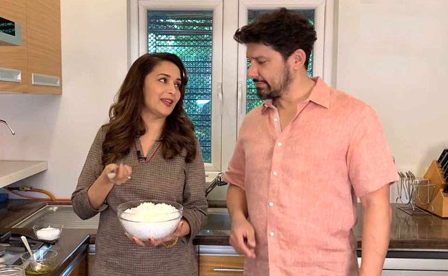 Ram Better Cook Than Me: Madhuri Dixit - Sakshi