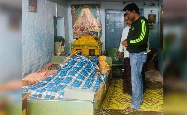 Maid Stolen Gold Ornaments, Escaped In Amalapuram - Sakshi