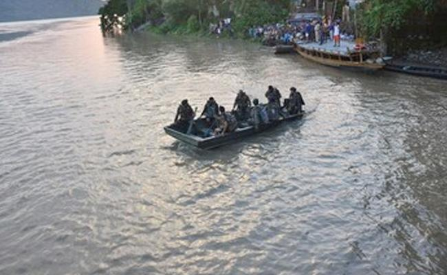 2 Lost Life By Boat Capsizes In Mingachal River Chhattisgarh - Sakshi