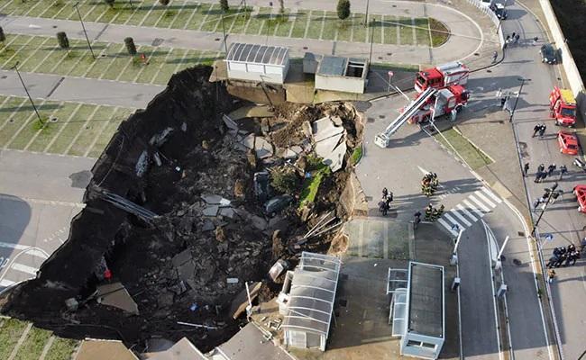 Sinkhole Outside Italy Hospital Swallows Several Cars - Sakshi