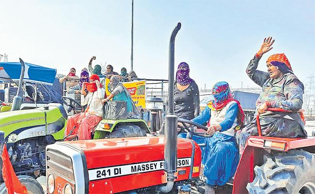 Women Farmers Practicing Tractors For Protest Against To New Agriculture Laws - Sakshi