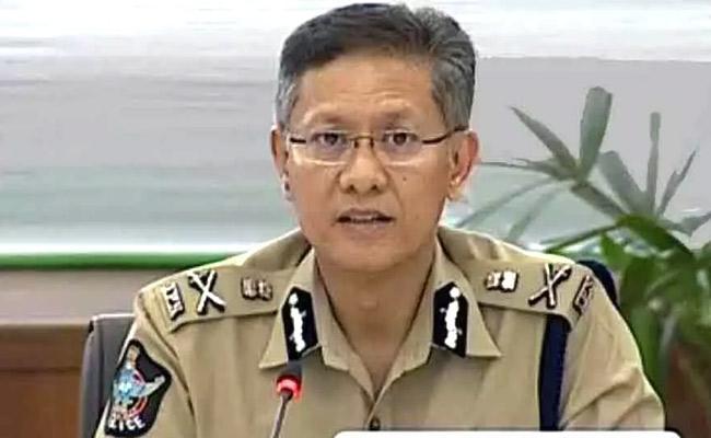 AP DGP Gautam Sawang Praises Kasibugga SI Sirisha - Sakshi
