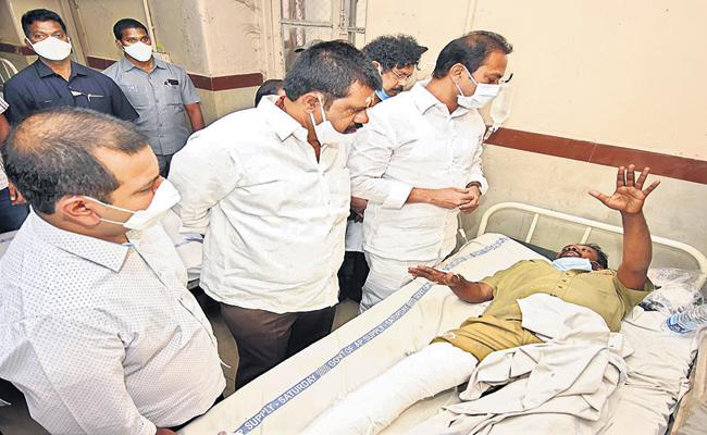 Relief measures to bus accident victims with CM YS Jagan orders - Sakshi