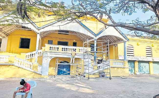 Erram Manzil Palace Is Ready For Film Shootings - Sakshi
