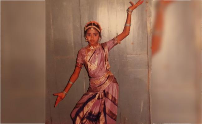 Suma Kanakala Shares Childhood Dancing Photo - Sakshi