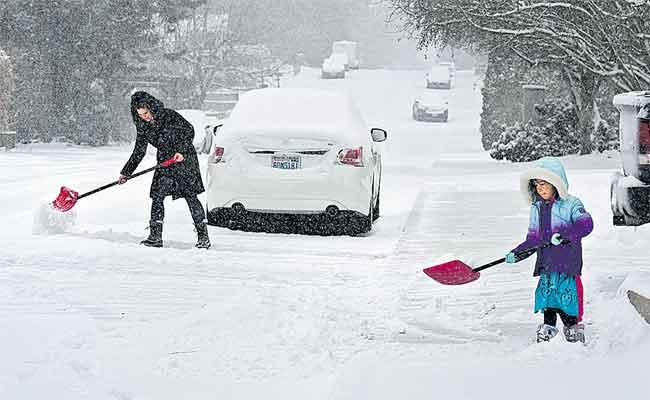 Polar Plunge: Winter Storm Grips Much Of US - Sakshi