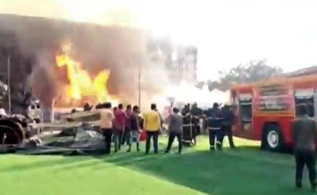 Fire Accident In Prabhas Adipurush Movie Shooting Mumbai - Sakshi