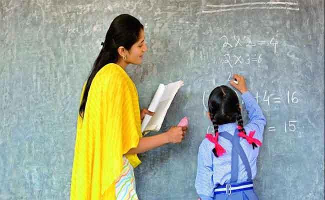 10,673 Teacher Posts Are Vacant In Telangana - Sakshi