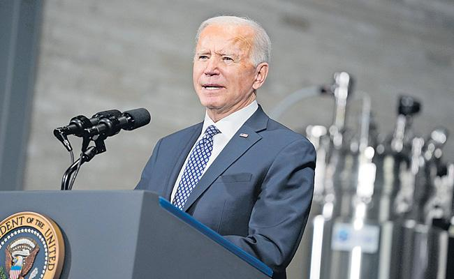US President Biden heads to Pfizer plant as weather causes vaccine delays - Sakshi