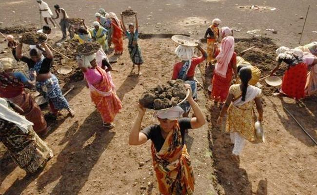 Telangana Government Decided To Pay Dry Allowances To NREGa Workers - Sakshi