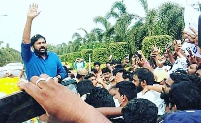 Chiranjeevi Gets Grand Welcome By Fan In Rajahmundry Airport - Sakshi