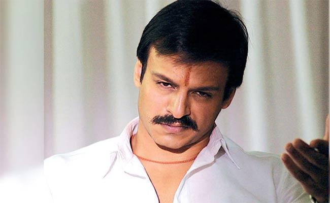 Mask Case Filed Against Bollywood Actor Vivek Oberoi - Sakshi