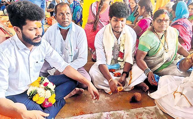 Mukku Avinash Visits Komuravelli Mallikarjuna Temple - Sakshi