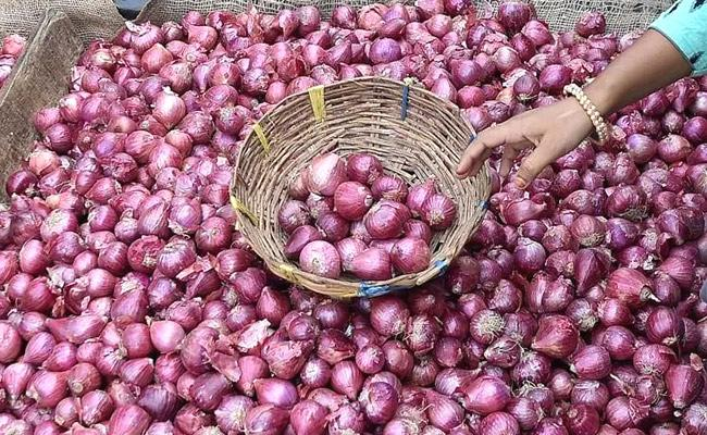 Onion Prices Reach More Than Double in Few Weeks - Sakshi