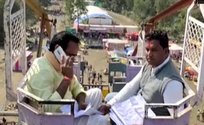 Madhya Pradesh Minister Climbs 50 Foot Swing High For Phone Signal - Sakshi