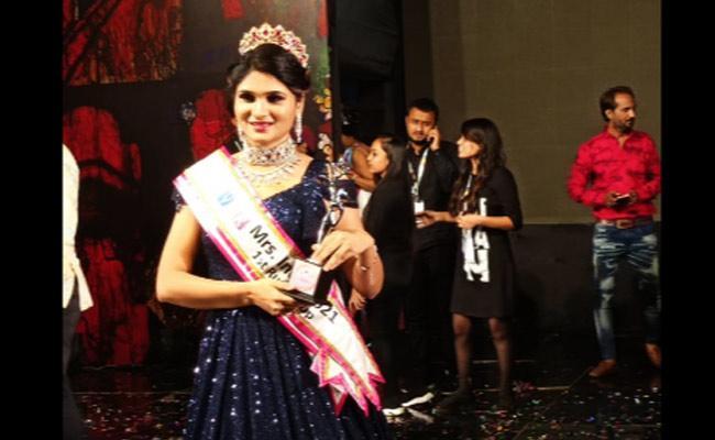 Women From Khammam Town Stands As Mrs India Runner Up - Sakshi