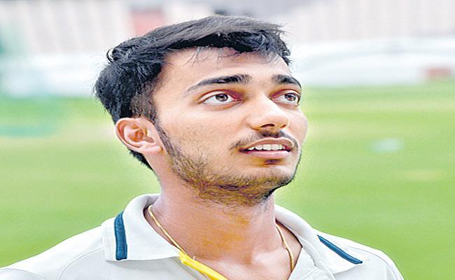 Tanmay Agarwal,Tilak Varma again hand Hyderabad 2nd win on trot - Sakshi
