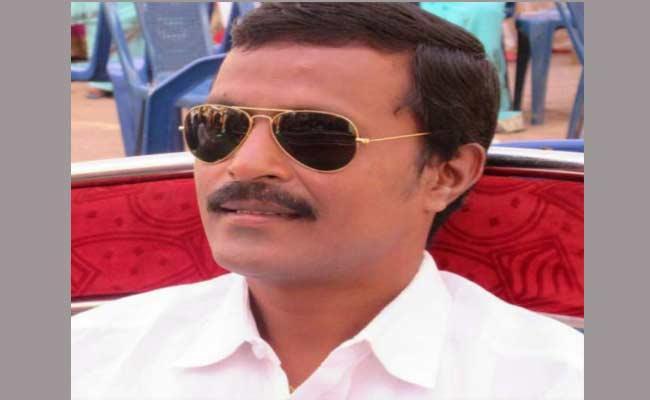 Assassination Attempt On YSRCP Leader In East Godavari - Sakshi