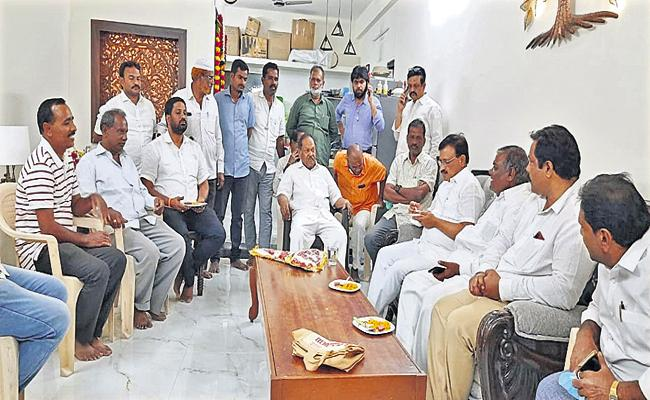 Former Hindupuram MLA into YSRCP - Sakshi