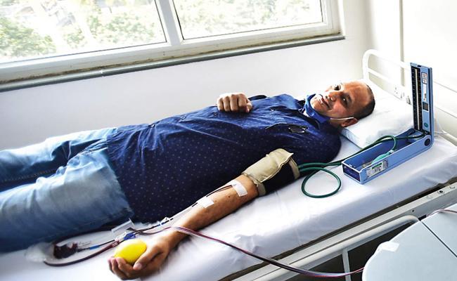 COVID survivor turns saviour with 9th plasma donation - Sakshi