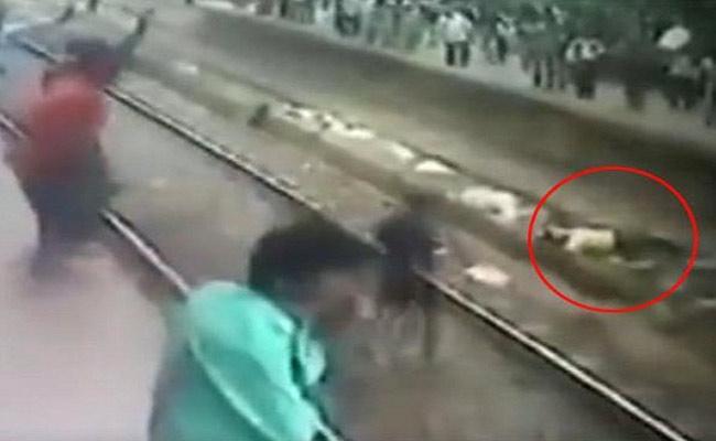 Suicide Attempt, Man Saved by RPF Inspector at Mumbai Virar Station - Sakshi