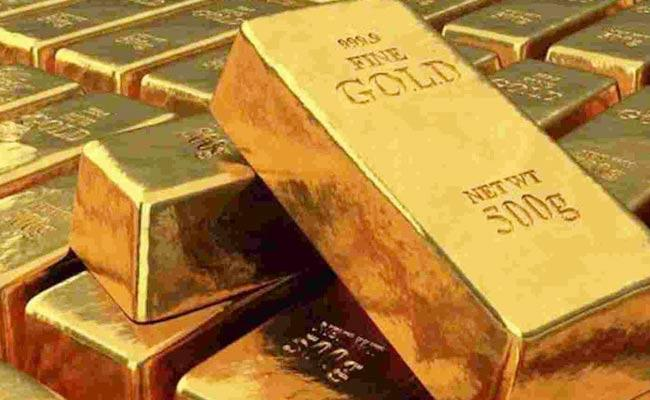 60 Lakh Worth Gold In Airport Toilet - Sakshi