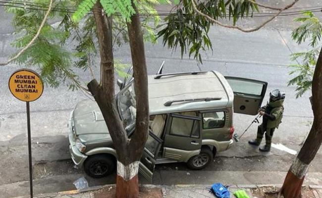 Explosives found near Mukesh Ambani house - Sakshi
