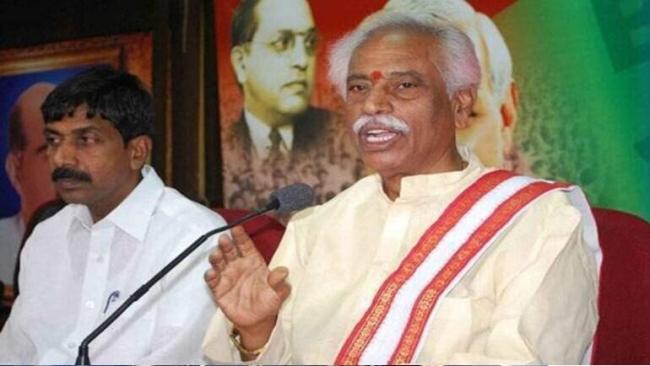 HP Governor Bandaru Dattatraya Allegedly Manhandled by Cong MLA - Sakshi