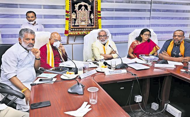 Corona Vaccine For TTD Employees says YV Subba Reddy - Sakshi
