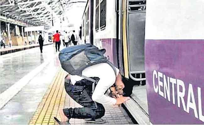 Man Bows Down Before Boarding Mumbai Local Train After 11 Months Viral Pic - Sakshi