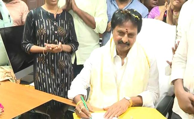 Goutham Reddy Took Over As APSFL Chairman - Sakshi
