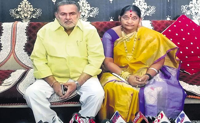 Former MLA couple resigns for TDP posts - Sakshi