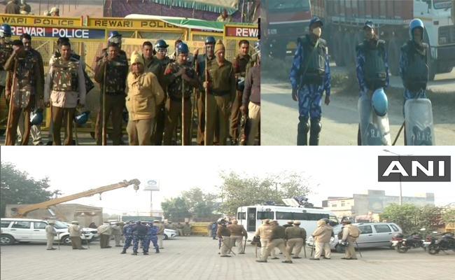 Chakka Jam :50000Personnel, Water Cannons at Delhi - Sakshi