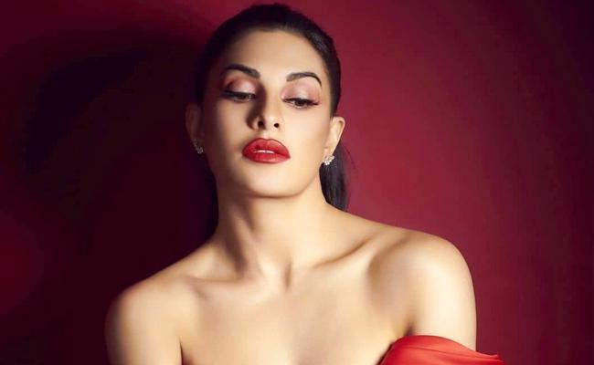 Jacqueline Fernandez buy a new house in Mumbai - Sakshi