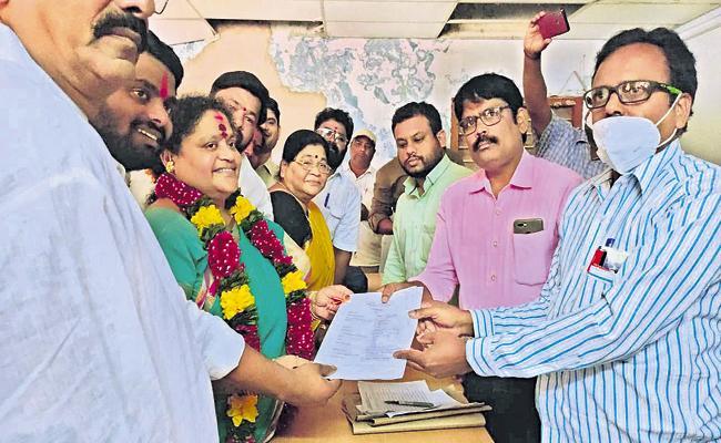 Speaker Tammineni Sitharam wife as Sarpanch candidate - Sakshi