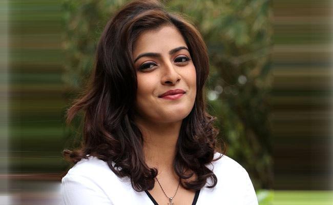 Varalaxmi Sarathkumar To Be Part Of Allu Arjun Movie Social Media Buzz - Sakshi