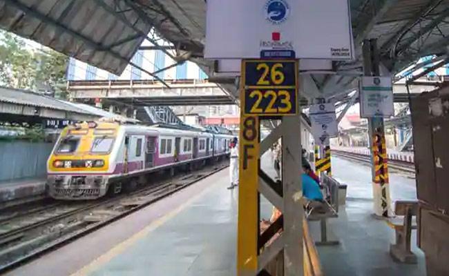 Central Govt Considers Privatisation of 90 Railway Stations - Sakshi