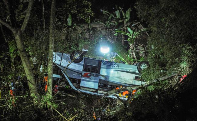 Bus Plunges Into A Ravine In Indonesia - Sakshi