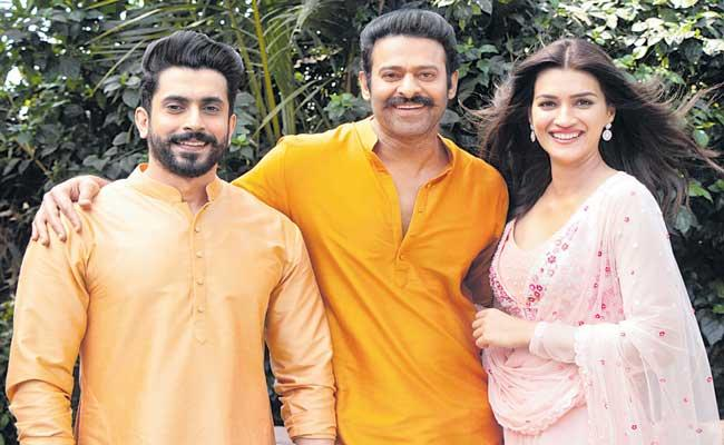 Prabhas Welcomes Kriti Sanon And Sunny Singh In Adipurush - Sakshi