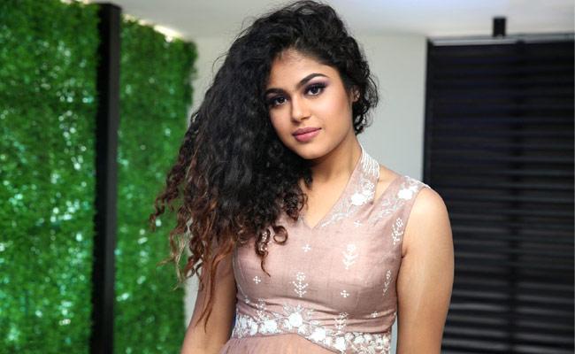 Ravi Teja Offers Jathi Ratnalu Heroine Faria Abdullah As Heroine In His Next Movie - Sakshi