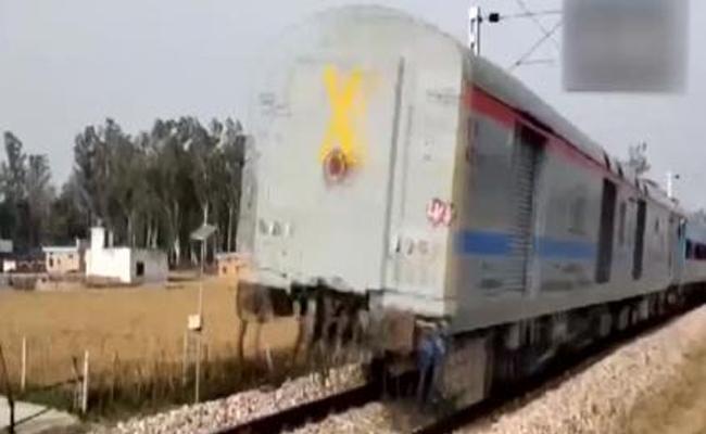 Train Moves in Reverse Direction for Few Kilometres in Uttarakhand - Sakshi