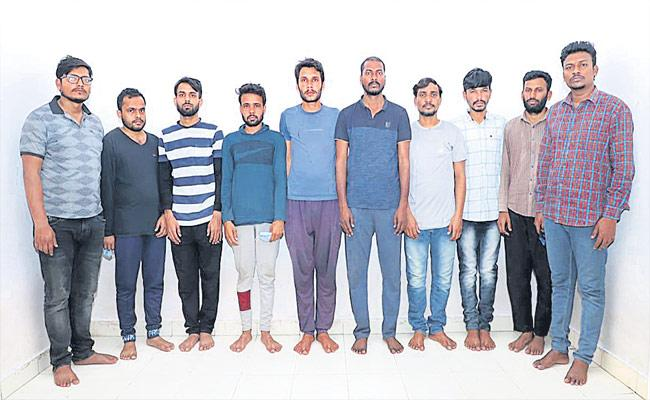 Cyberabad Police Held 10 Members Gang Who Cheats E Commerce Site In Hyderabad - Sakshi