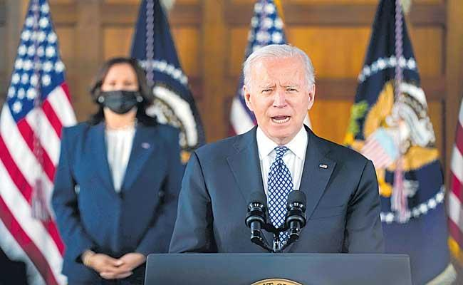 Joe Biden meets with Asian American leaders in Atlanta - Sakshi